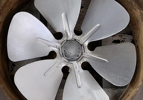「油まみれの換気扇クリーニング」の施工後写真