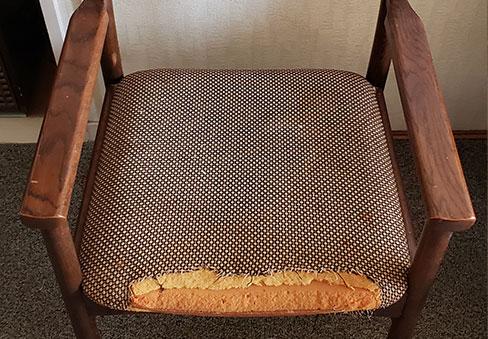 「椅子生地の張替え」の施工前写真